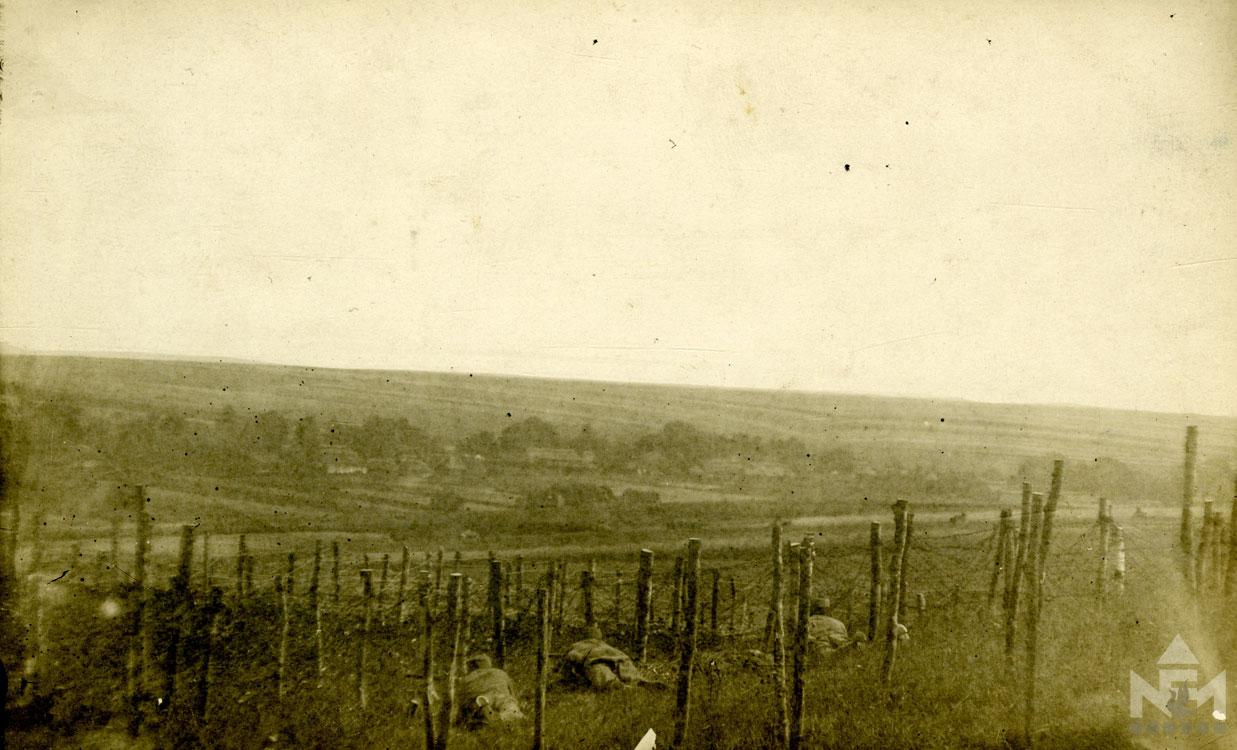 Szögesdrót akadály (fénykép a sárvári múzeum gyűjteményéből)