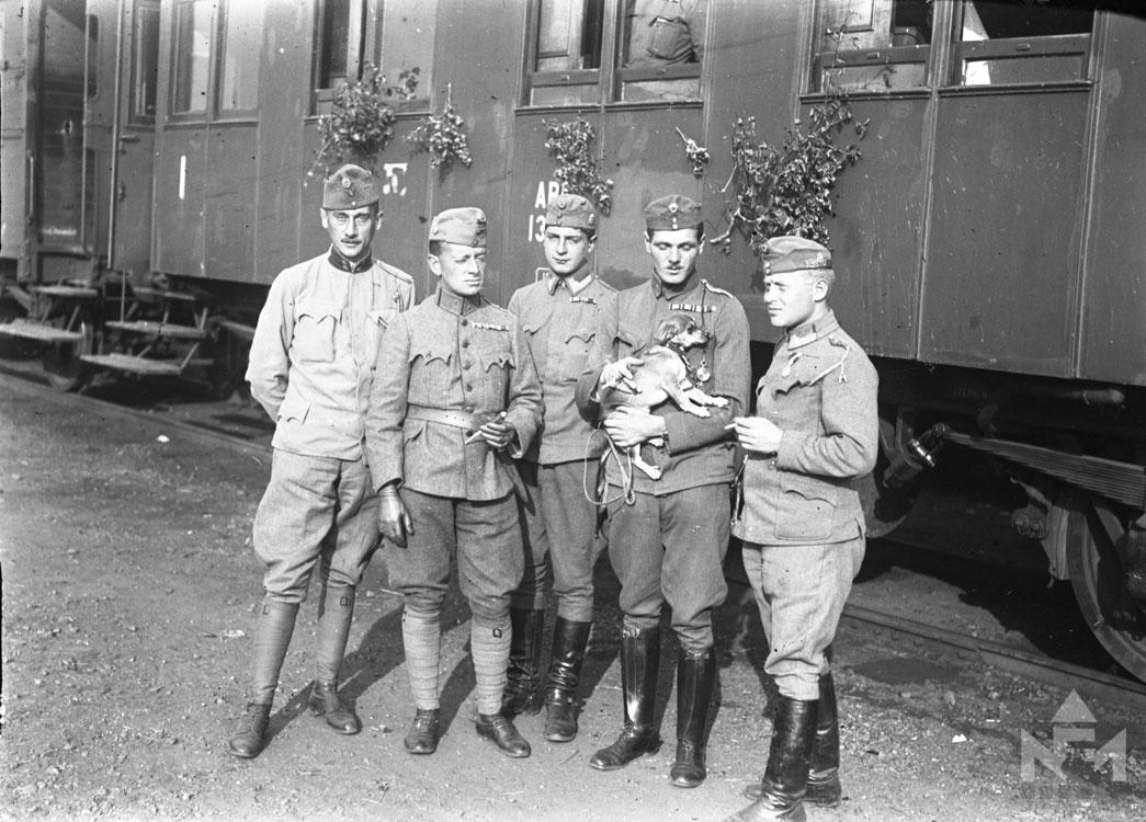 Magyar tisztek a fronton (fénykép a sárvári múzeum gyűjteményéből)