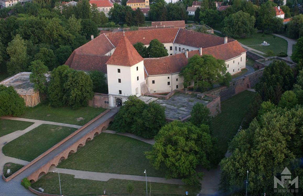 Крепость Надажди в венгерском городе Шарвар